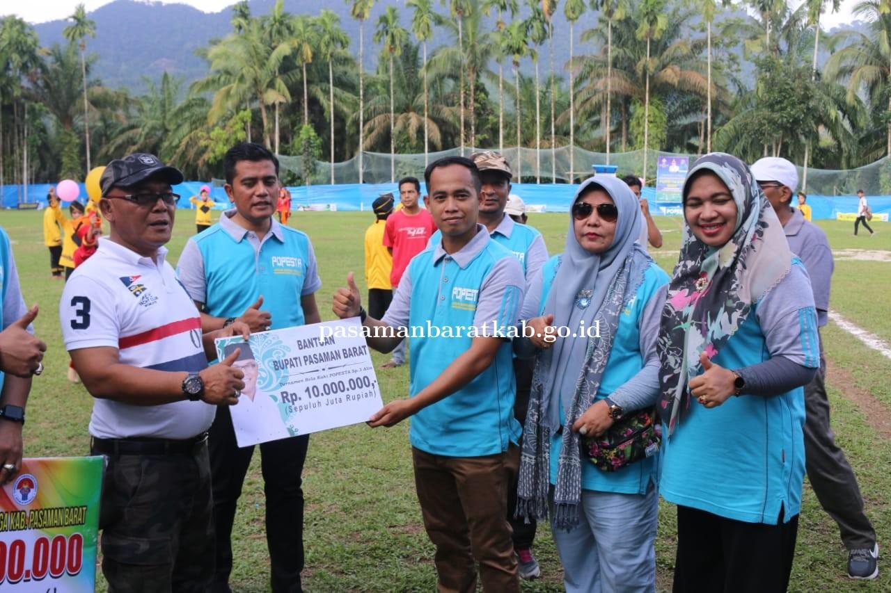 Dihadiri Bupati dan Anggota DPRD Provinsi Sumbar, Kompetisi Sepak Bola Popesta Cup 2020 Resmi Dibuka