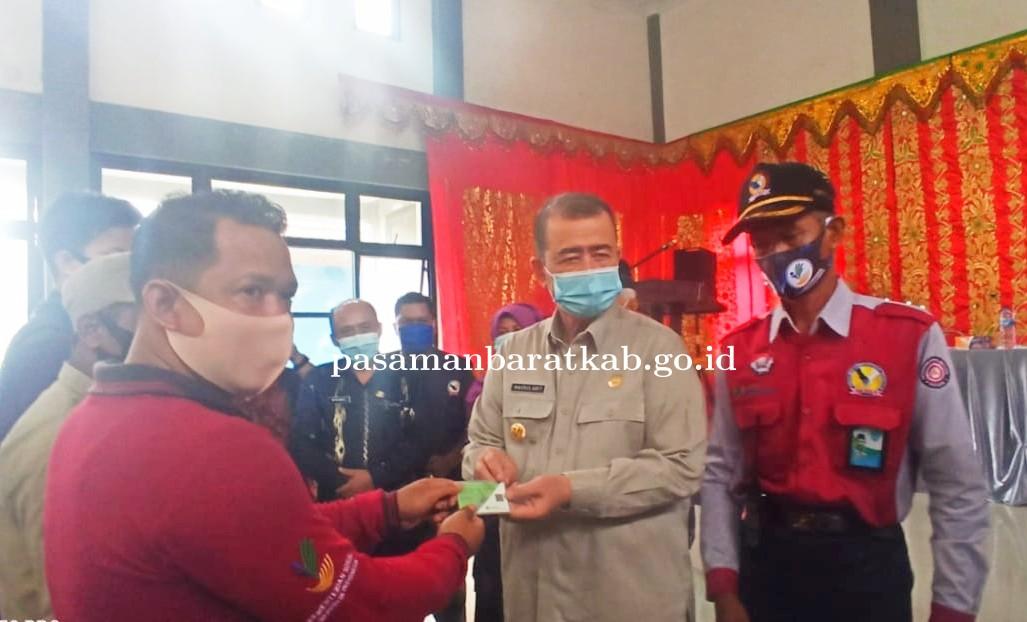 Kunker ke Kecamatan Talamau Wagub Nasrul Abit Bagikan Pangan dan Sembako
