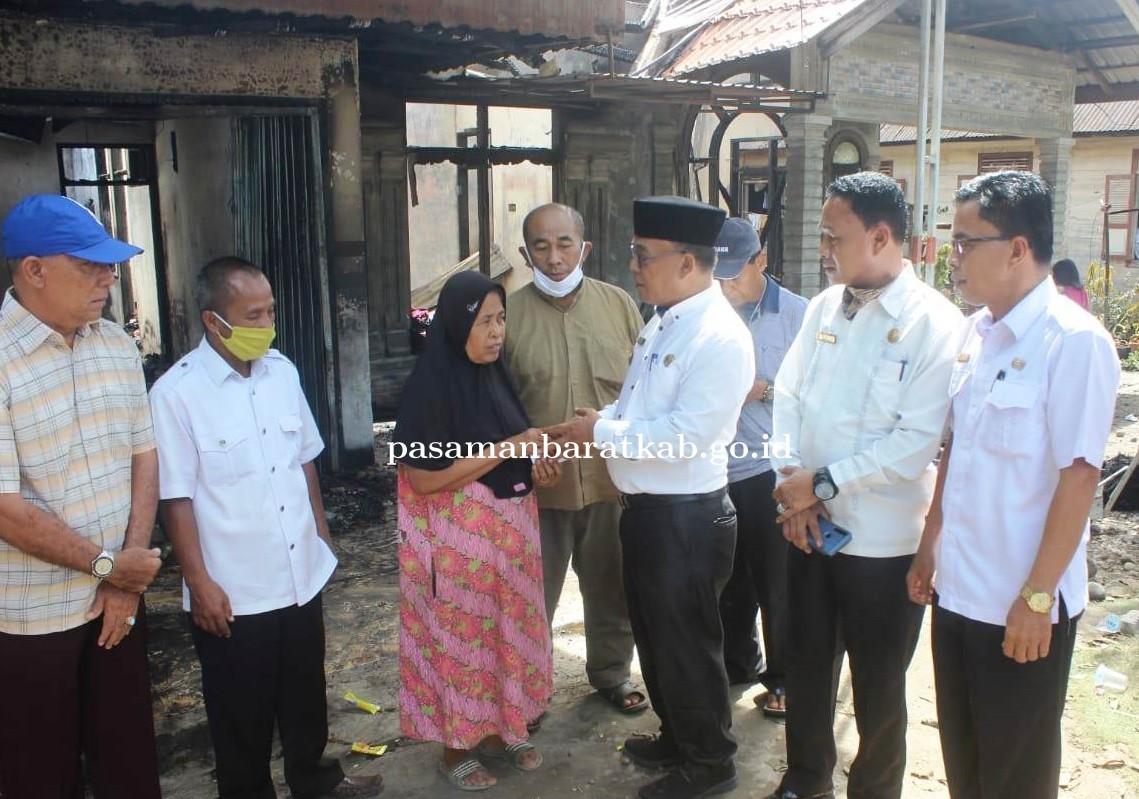 Bupati Yulianto Kunjungi Rumah Warga Korban Kebakaran di Sukamenanti