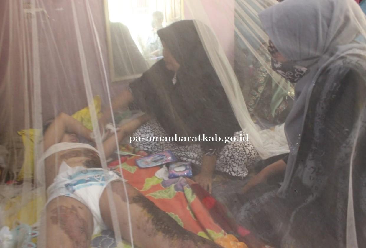 Ketua TP PKK Pasbar Sifrowati Kunjungi Anak Tersiram Minyak Panas